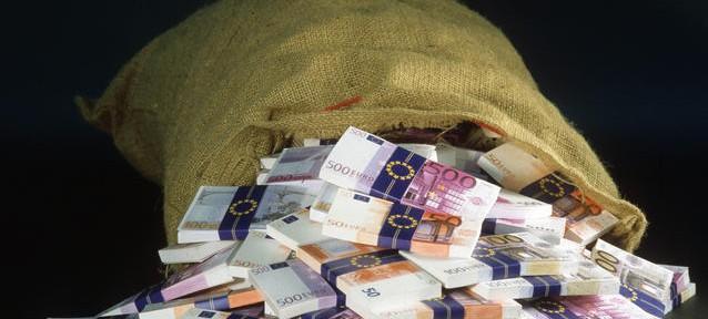 Mentre l'Europa è alla fame a Bruxelles si aumentano i privilegi !!