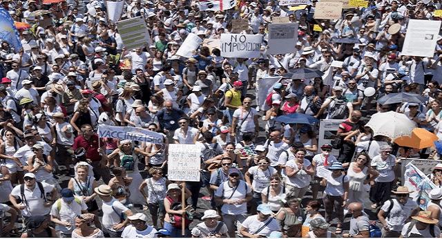 """Roma: CENSURATA da tutti i TG la Manifestazione contro l'obbligo dei vaccini. In 10.000 in piazza al grido di """"Libertà""""…ma nessuno lo deve sapere!"""