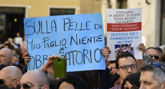 """…Se ne sono accorti pure in Svezia:""""Vaccini obbligatori? Il governo italiano viola le leggi internazionali. Questo accade quando i governi lavorano fianco a fianco con le lobby dei farmaci, come la Glaxo""""…!!!"""