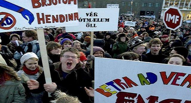Giusto per farVi capire. Perchè l'Islanda vola e noi stiamo nella cacca? Semplice, lì quando volevano far pagare alla Gente il debito delle banche è esplosa la rabbia popolare: 14 settimane di assedio al Parlamento, cacciati i politici compiacenti ed in galera i banchieri responsabili! Mica fessi come noi!