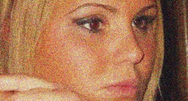 """Una storia tutta Italiana: Sara è invalida al 100%, ma l'Inps le toglie la pensione. 240 Euro al mese per vivere, ma lo Stato ne trattiene 40 perchè le ha erogato un """"accompagnamento"""" che non le spettava! Ditelo a quelle carogne che si tengono stretto il loro """"meritato"""" vitalizio!"""