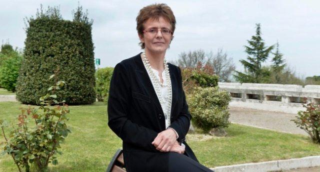 """La denuncia della scienziata Elena Cattaneo: """"Troppi ignoranti siedono in Parlamento""""…!"""
