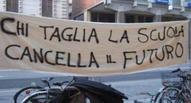 Come distruggere la scuola pubblica? Un esempio (che nessun Tg vi farà mai): Liguria, su 850.000 Euro destinati alle scuole, 690.000 sono per quelle private!
