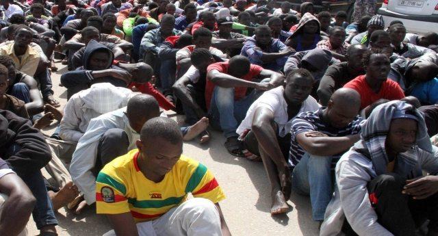 """Su tutti i giornali – Gentiloni: """"Migranti, in sei mesi arrivi diminuiti del 69%, Italia a testa alta"""". Ma nessuno parla dell'accusa di Amnesty International: """"Tortura in Libia, l'Italia è complice""""…! E questa sarebbe la """"testa alta""""?"""