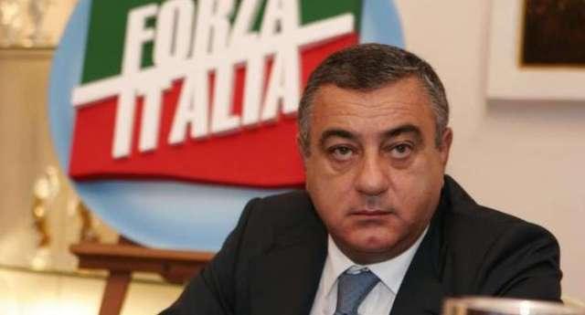 Indagato per voto di scambio? E' perfetto: Luigi Cesaro candidato per il Senato da Forza Italia