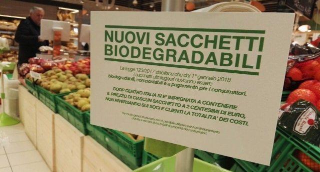 """Sacchetti bio a pagamento? Ci hanno detto che """"ce lo chiede l'Europa"""" …Ma poi scopri che si pagano solo in Italia e allora capisci che ci stanno veramente prendendo per il c…!"""