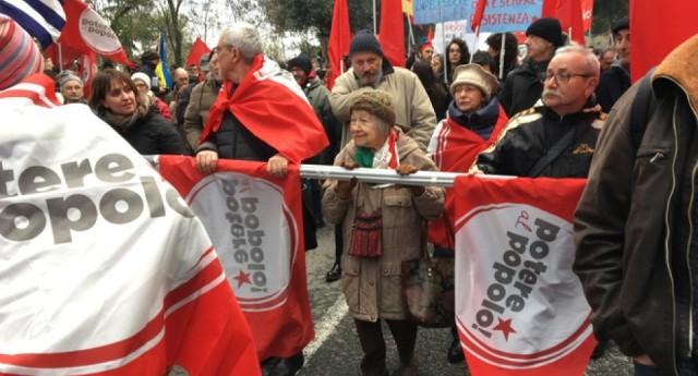 """La partigiana Lidia Menapace a 93 anni nel corteo antifascista: """"Fino a quando avrò voce ci sarò"""" –  """"L'antifascismo è una scelta di vita quotidiana""""."""