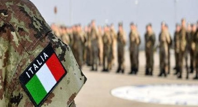 """I soldati italiani in Niger a proteggere l'uranio dei francesi… Ma """"loro"""" Vi prendono per i fondelli chiamandola """"missione di pace""""…!"""