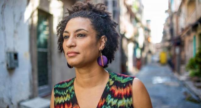 Per rinfrescarvi la memoria – E' successo il 14 marzo dell'anno scorso – Cinque colpi di pistola per uccidere Marielle Franco. Ma se l'è cercata: era nera, lesbica e paladina dei diritti civili!