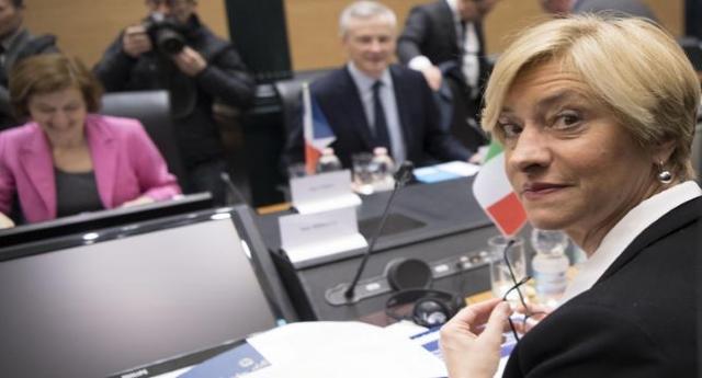 """Altra notizia che i TG hanno dimenticato di dare: la Pinotti annuncia euforica: """"L'Italia avrà altri due sommergibili per un investimento di un miliardo di euro""""! …Vi ricordiamo Gino Strada che si chiedeva: """"A chi cazzo dobbiamo fare la guerra?"""" …Aggiungerei, ma un miliardo non poteva essere speso meglio?"""