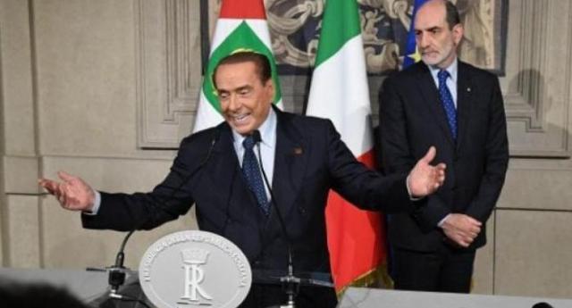 Berlusconi, la mummia politica che tiene in ostaggio il Paese