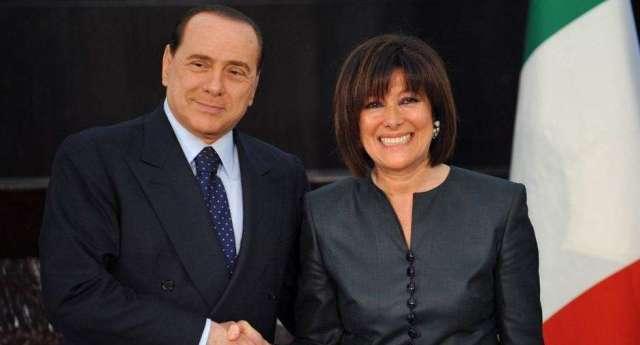 M5s attacca la Casellati che ha insabbiato l'istruttoria per l'abolizione dei vitalizi al Senato… È scandaloso! …Scusate, ma cosa vi aspettavate dalla pupilla di Berlusconi…?