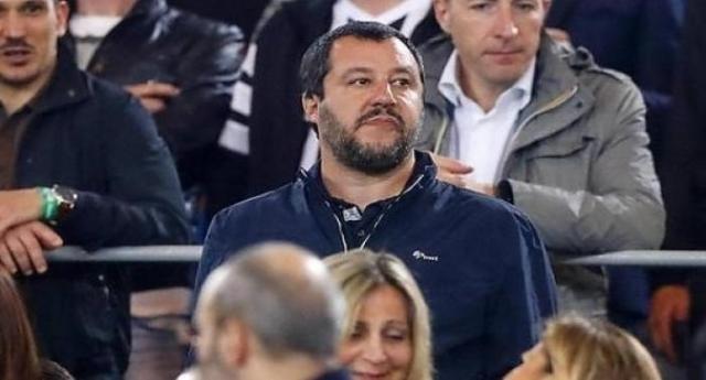 Salvini con il giubbetto dei fascisti di CasaPound: crediamo proprio che non ci sia proprio nient'altro da dire…!
