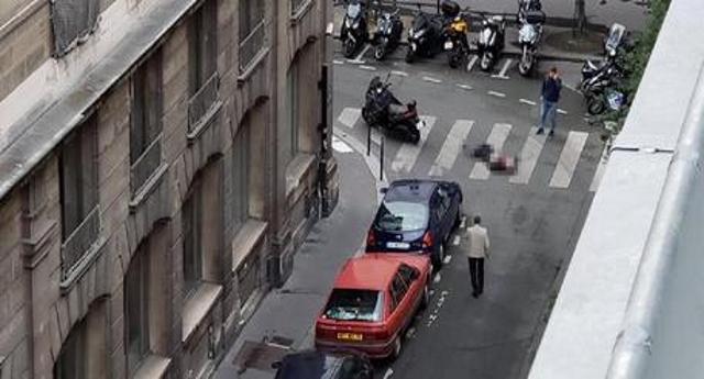 È Ancora attentato a Parigi – Accoltella passanti, un morto e diversi feriti