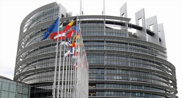 L'Italia deve ridurre le pensioni… Ce lo impone l'Europarlamento, i cui membri vanno in pensione a 63 anni, senza versare contributi e mettendo in tasca 1.500 Euro al mese per ogni mandato… Vi sentite un pochino presi per i fondelli?