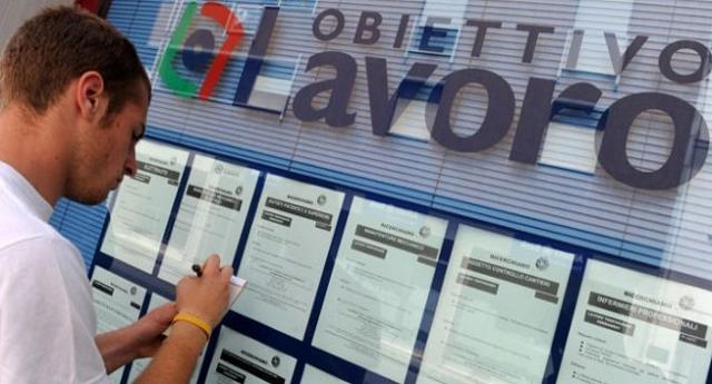 Questa è l'Italia – Centri per l'impiego: 556 strutture, 600 milioni di costi annui, 8.000 addetti, IL TUTTO PER TROVARE LAVORO A 4 PERSONE L'ANNO! …Perché queste cose i Tg non le dicono?