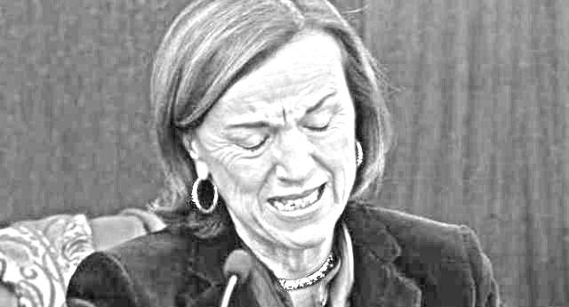 """…E la Fornero piange ancora: """"noi tecnici vigliaccamente usati"""" …Capito vigliacchi senza cuore (e senza pensione)? La fate piangere a 'sta poverina!"""
