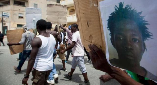 """""""È finita la pacchia"""" …è finita la pacchia anche per Soumaila Sacko, 29enne maliano sindacalista, che si """"divertiva"""" a difendere i diritti migranti sfruttati …è finita la pacchia, a fucilate!"""
