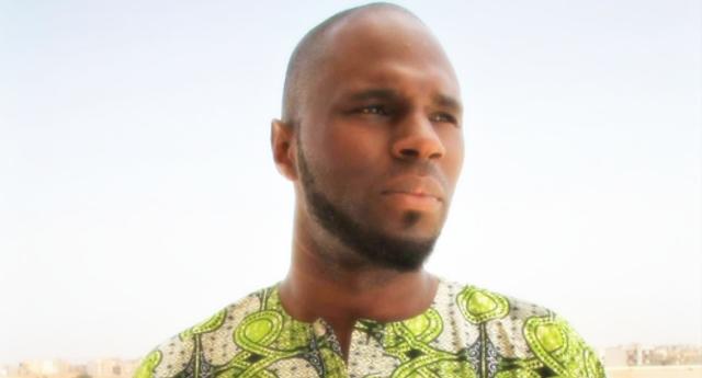 Chi è Kemi Seba: l'attivista che vuole liberare l'Africa ed è perseguitato dalla Francia