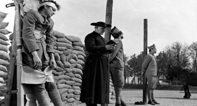 """28/07/1914 inizia la Prima Guerra Mondiale, ma la verità su questa carneficina è ben diversa da quella che ci propinano i libri di storia – """"Qui non si combatte né con orgoglio né con ardore, qui si va al macello perché si teme la fucilazione."""" – Il terribile racconto di una decimazione di un medico militare"""