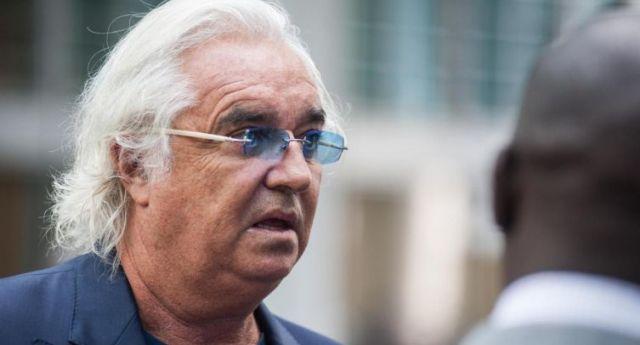 """""""In Italia servirebbe una dittatura democratica"""" …lo ha detto Flavio Briatore, un idiota intelligentissimo."""