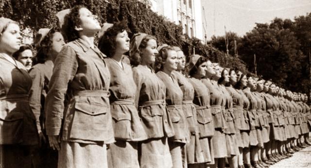 """Per la serie """"hanno fatto anche cose buone"""" – Quando, il 20 gennaio 1927, giusto 92 anni fa, il regime fascista decise che le femmine erano esseri inferiori da sfruttare: decreto legge per ridurre i salari delle donne alla metà di quelli degli uomini… Qualcuno lo spieghi alla Mussolini o alla Meloni…!"""