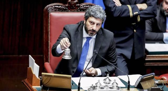"""Migranti, Roberto Fico ora accusa: """"Una società sana salva vite"""""""