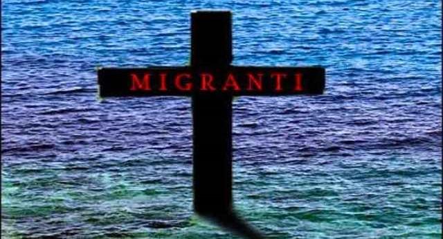 """Un altro barcone con 100 migranti imbarca acqua. A bordo potrebbero esserci morti, tra cui anche un bambino. La situazione è disperata – La drammatica telefonata: """"Presto non riuscirò più a parlare perché sto congelando"""" … Ma vuoi mettere la soddisfazione di non avere migranti tra le palle?"""