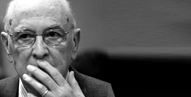 """Alessandro Di Battista senza peli sulla lingua contro Giorgio Napolitano: """"Si piegò in modo vile ai francesi"""""""