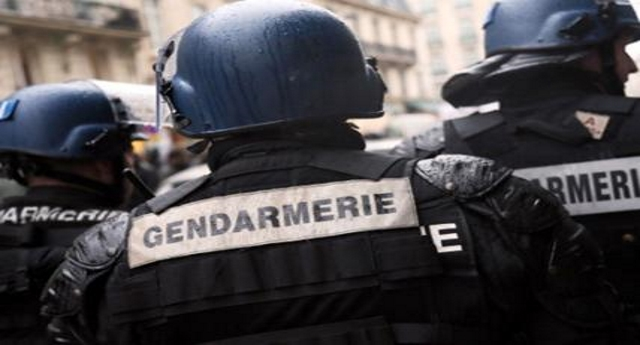 """Ancora un raid della polizia francese ai nostri confini – Irrompono sul treno Ventimiglia-Nizza a caccia di migranti, armati di spray urticante. La testimonianza di una passeggera: """"Dal bagno urla disumane""""… Però non vi dimenticate che i """"vomitevoli"""" siamo noi…!"""