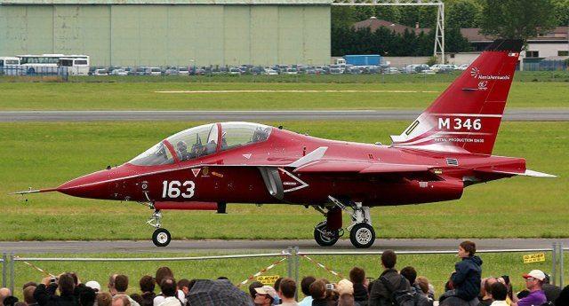 La Germania non acquisterà gli F-35: sono un bidone e costano troppo… Invece l'Italia li acquisterà per non dare un dispiacere agli amici americani. E chissenefrega se proprio noi l'alternativa ce l'abbiamo: l'Italianissima Alenia produce caccia leggeri molto più utili ed economici.