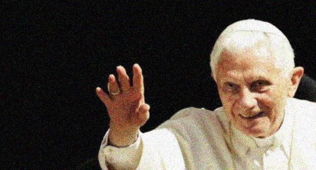 """Pedofilia – L'emerito Ratzinger dà la colpa al '68: """"il collasso morale cominciò allora"""" …Crediamo sia il caso di ricordare all'Emerito lo scandalo del Coro Ratisbona diretto fratello Georg Ratzinger: centinaia di bambini molestati ben prima del '68…!"""