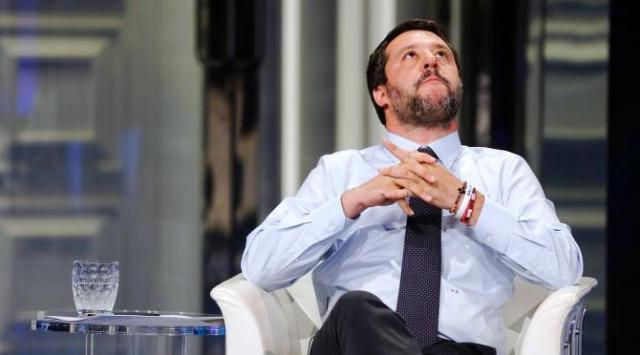 """Salvini sul 'Salva-Roma': """"Noi regali non ne facciamo"""" …Per rinfrescargli la memoria: 2008, sindaco Alemanno, il governo Berlusconi vara l'unico vero 'Salva-Roma' e la lega vota compatta a favore, compreso Salvini…"""
