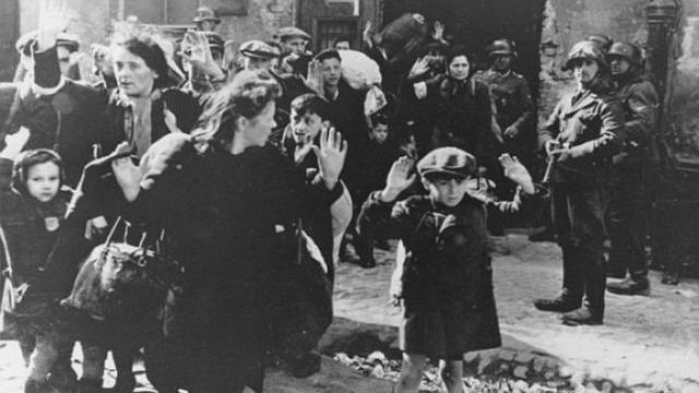 Nave Alan Kurdi, il Viminale autorizza lo sbarco di due bambini con le madri, ma non dell'intero nucleo familiare… Fate uno sforzo di memoria, quelli che in passato separavano le famiglie erano i nazisti…!