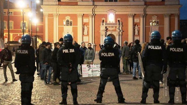Il Pd convoca conferenza stampa contro Salvini e si presenta la Digos… Vi sembra una cosa normale?