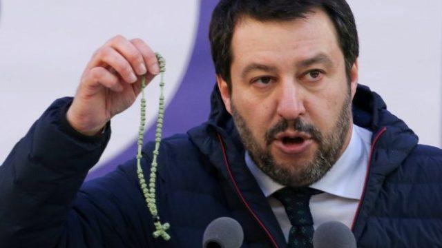 """Durissimo affondo dei Missionari Comboniani contro Salvini: """"Ci RIPUGNA chi si permette di chiedere voti alla Madonna"""""""