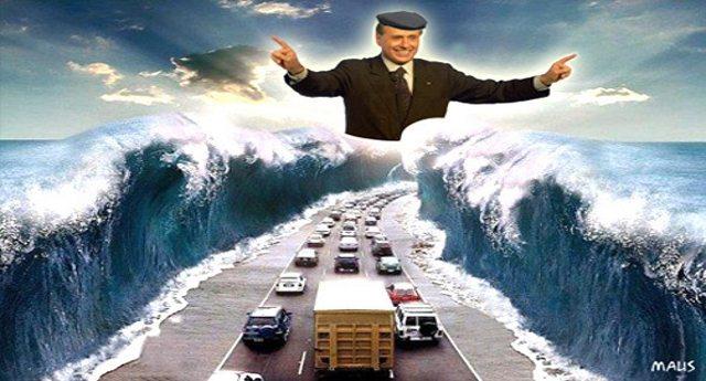 Amarcord – 6 giugno 2002, l'annuncio di Silvio Berlusconi della posa della prima pietra del ponte di Messina. Doveva essere pronto nel giro di 6 o 7 anni… La buffonata elettorale di Berlusconi ci è costata 1 miliardo di Euro di penali…