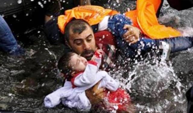 NELLA FOTO: il decreto sicurezza di Salvini – Si noti che il minore non è a bordo di una moto d'acqua.