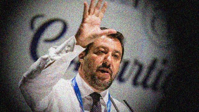 """Forse avete sentito che con la manovra economica di Salvini sono stati tagliati 4 miliardi alla Scuola. Quello che però nessuno dice è che sono stati stanziati ben 7 miliardi per le armi… quando si dice """"le priorità""""…!"""