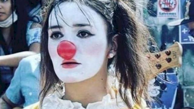 Cile – Daniela Carrasco, l'artista di strada che contestava il regime: violentata, torturata, impiccata ed esposta come un trofeo dalla polizia – No, non è il medioevo, è il FASCISMO…!