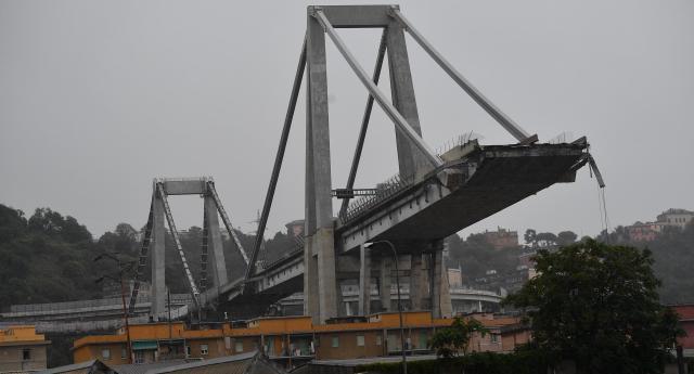 Le autostrade cadono a pezzi, la gente ci crepa, ma i Benetton continuano a fare soldi a palate: utile di 777 milioni di euro nei primi sei mesi del 2019…!