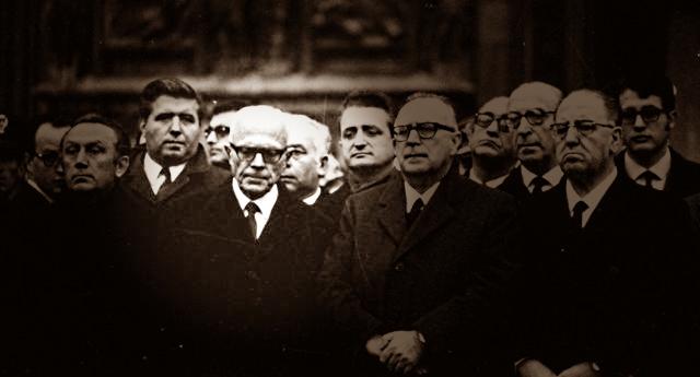 Piazza Fontana: quando Sandro Pertini non strinse le mani al questore di Milano Marcello Guida. Erano sporche per il suo passato da fascista e del sangue dell'anarchico Pinelli…