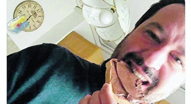 """Dramma in casa Salvini: si è accorto che la Nutella """"Contiene nocciole turche"""" e non la può più mangiare!"""