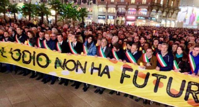 """Liliana Segre alla piazza: """"Parliamo d'amore, l'odio lasciamolo ad anonimi da tastiera"""""""