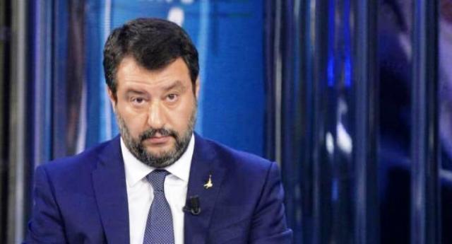 """Salvini 'sciacalla' sui morti per Coronavirus, ma è travolto dalle critiche: """"Taci, sei senza vergogna"""""""