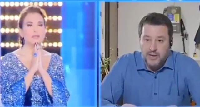 Il Papa prega nella piazza vuota, Salvini dalla D'Urso. La differenza tra fede e populismo…
