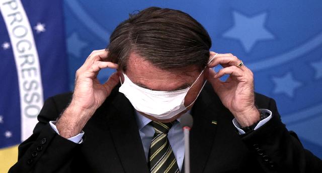"""Bolsonaro positivo – Ricordate quando derideva l'Italia per Covid-19: """"Muoiono perché è pieno di vecchietti"""" – Lo diceva solo tre mesi fa… Come vola di tempo, vero testa di cazzo?"""